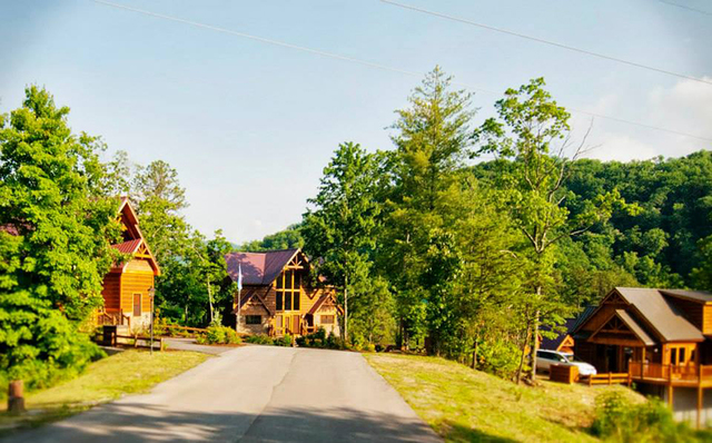 Accommodations by parkside resort pigeon forge tn for Park side cabin rentals gatlinburg tn