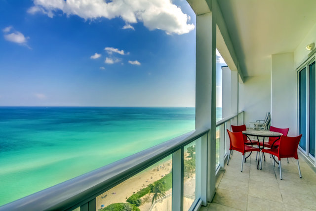 Vacation rental balcony view at MiaVac.