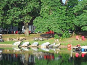 Lake shore at Oak Cove Resort.