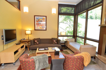 Rental living room at Frias Properties of Aspen - Mountain Queen #5.