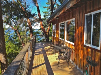 Cabin exterior at Sunset Marine Resort.