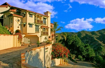 Exterior view of Topanga Canyon Inn.