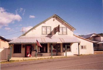 Exterior view of Elk City Hotel.