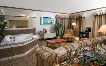 Jacuzzi suite at Mount Robson Inn.