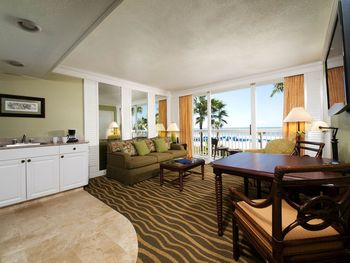 Guest Suite at TradeWinds Island Grand