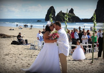 Beach wedding at Hallmark Resort in Cannon Beach.