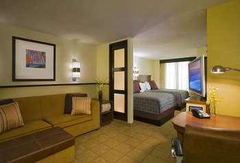 Guest room at Hyatt Place Auburn Hills.
