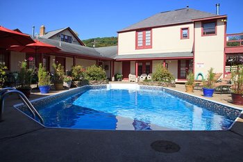 Outdoor pool at Ligonier Country Inn.