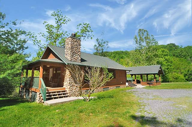 American mountain rentals pigeon forge tn resort for Cabin rental pigeon forge tn
