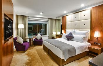 Guest room at Amora Hotel Jamison Sydney.