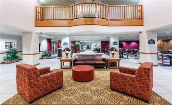 Lobby at Wingate by Wyndham Atlanta/Six Flags Austell