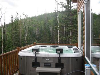 Jacuzzi deck at Lori's Luxury Rentals.