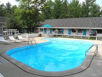 Outdoor pool at Traverse Bay Inn.