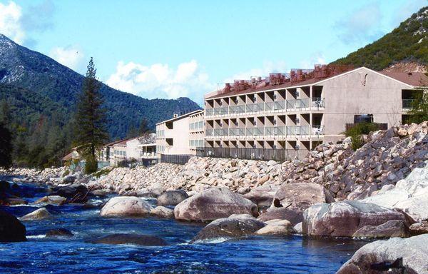 Exterior view of Yosemite View Lodge.