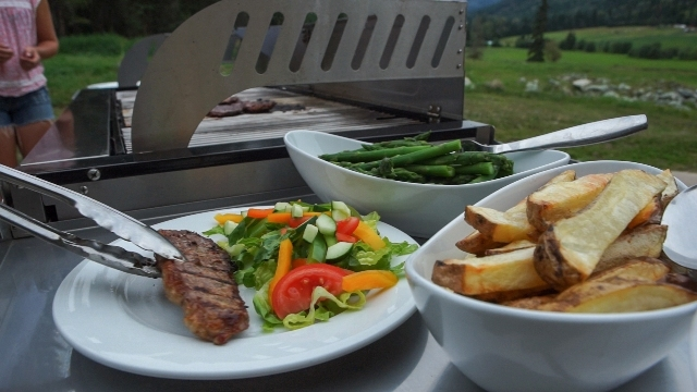 Home cooked, wholesome meals all made from scratch with locally sourced, fresh, seasonal ingredients at Tod Mountain Ranch.