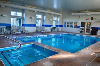 Indoor pool at BridgePointe Inn & Suites.