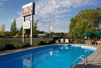 Outdoor pool at Black Canyon Motel
