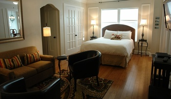 Guest room at The Knickerbocker On The Lake.