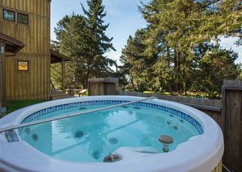 Rental hot tub at Sea Ranch Lodge Vacation Rentals.