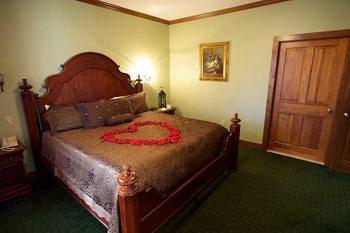Romantic suite at Stroudsmoor Country Inn.