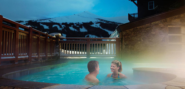 Outdoor hot tub at One Ski Hill Place.
