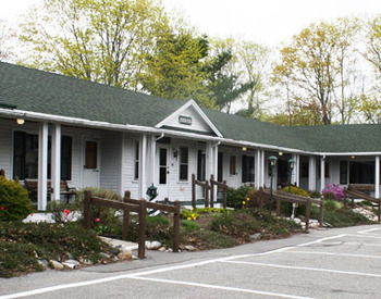 Exterior View of Aurora Inn & Motel
