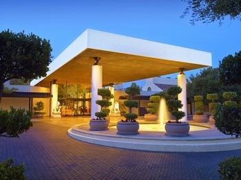 Exterior view of Sheraton Palo Alto Hotel.