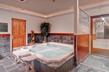 Hot tub at Torian Plum Resort.
