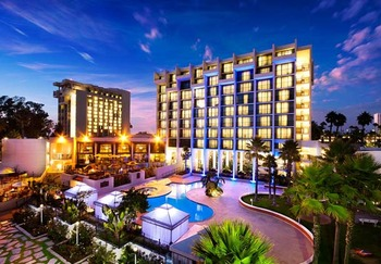 Exterior view of Newport Beach Marriott Hotel & Spa.