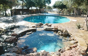 Outdoor pool & hot tub at Canyon of the Eagles.