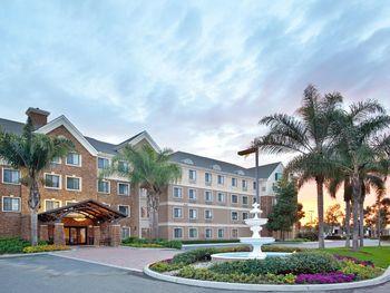 Exterior view of Staybridge Suites San Diego Sorrento Mesa.