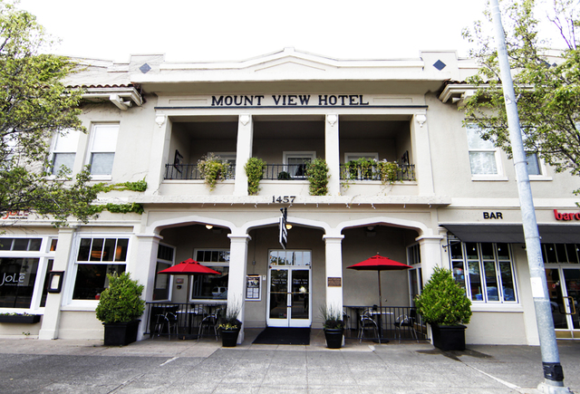 Exterior view of Mount View Hotel & Spa.
