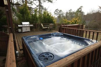 Jacuzzi at Rainey Day Resort.