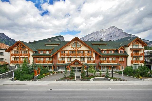 Spruce grove inn banff alberta resort reviews for Banff national park cabin rentals