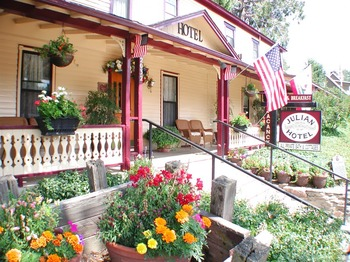 Exterior view of Julian Gold Rush Hotel Bed and Breakfast.