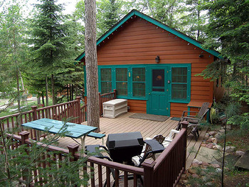 Cabin patio at North Country Vacation Rentals.