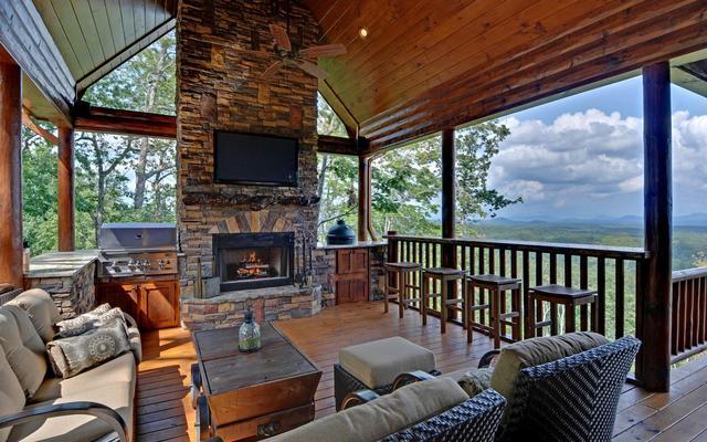 mountain top downtown lodging blue ridge ga resort reviews. Black Bedroom Furniture Sets. Home Design Ideas