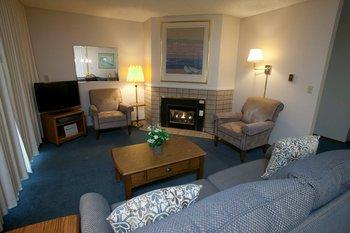 Guest living room at Canterbury Inn.