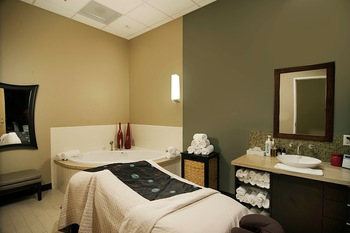 Spa treatment at South Shore Harbour Resort & Spa.