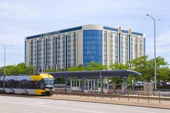Exterior view of Embassy Suites Minneapolis.