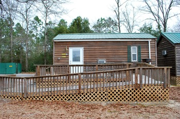 Handicapped accessible cabin at Gulf Pines RV Park.