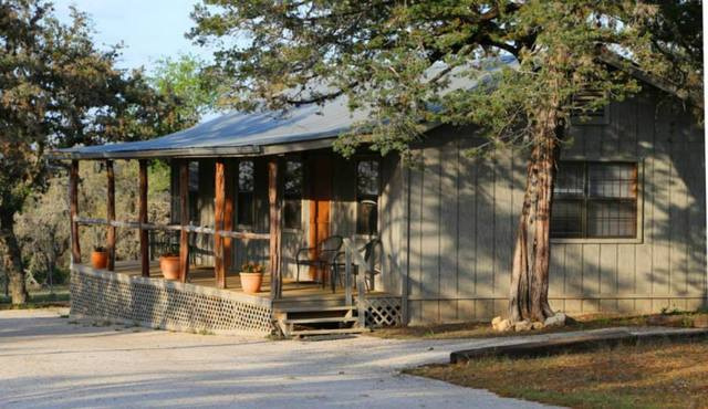 West 1077 guest ranch bandera tx resort reviews for Texas hill country cabin