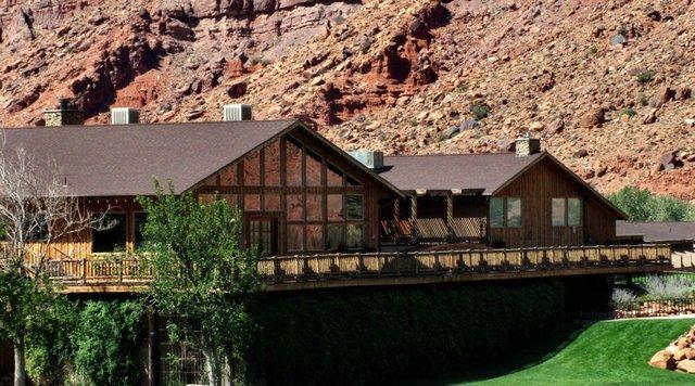Red cliffs lodge moab ut resort reviews for Moab utah cabins
