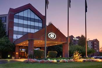 Exterior view of Hilton Suites Auburn Hills.