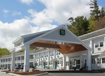 Exterior view of Bar Harbor Quality Inn.