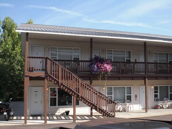 Exterior view of Grizzly Peaks Condominums.