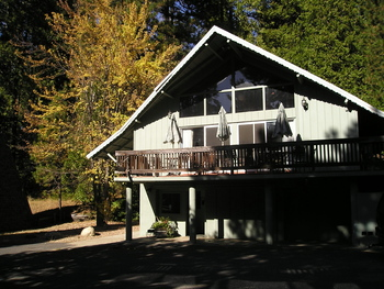 Exterior view of Dorrington Inn.
