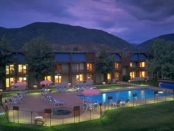 Exterior view of Inn at Aspen.