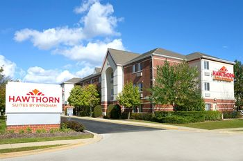 Exterior view of Hawthorn Suites by Wyndham Detroit Auburn Hills.