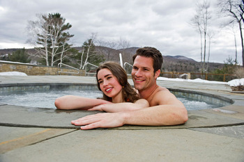Outdoor hot tub at Topnotch Resort.